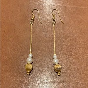Jewelry - Dangle earrings with pearls